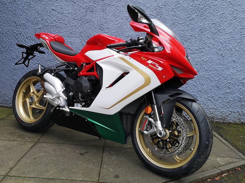 F3 800 Brand new / SAVE £975